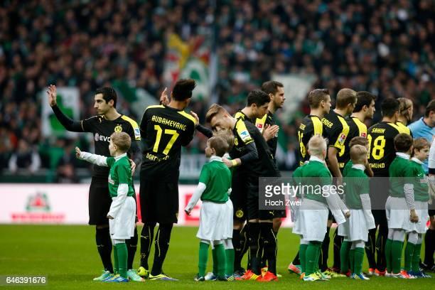 Bremen 8 Februar 2014 Fußball 1 Bundesliga 2013/14 SV Werder Bremen Borussia Dortmund Spieler winken den Fans // © ximgs wwwximgs picturedesk@ximgs...