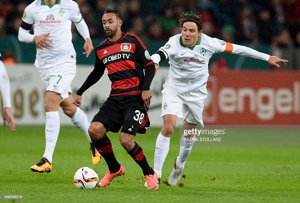 Bremen's midfielder Clemens Fritz (r) and Leverkusen's midfielder Karim Bellarabi vie during the German Cup (Pokal) quarter final football match Bayern 04 Leverkusen v SV Werder Bremen on February 9, 2016 in Leverkusen. USE IS NOT ALLOWED DURING AND FOR FURTHER TWO HOURS AFTER THE MATCH. AT +49 69 67880 /