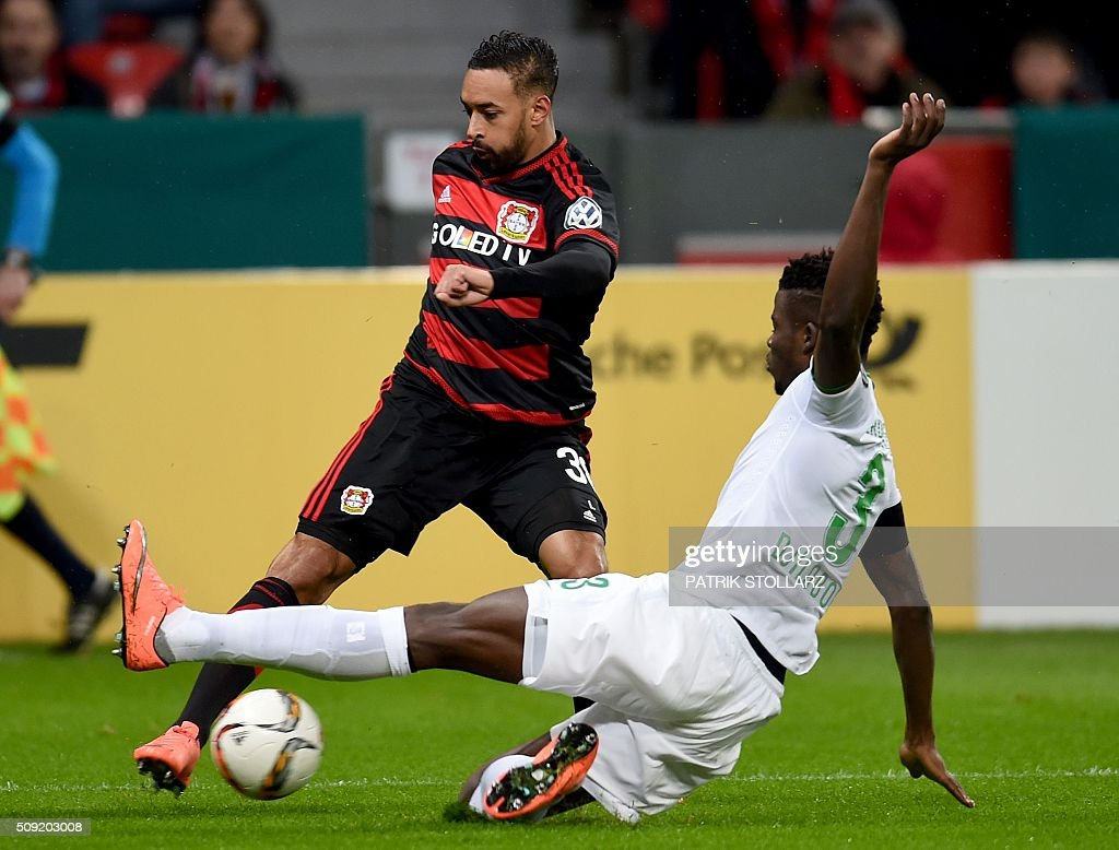 Bremen's Senegalese defender Papy Djilobodji (r) and Leverkusen's midfielder Karim Bellarabi vie during the German Cup (Pokal) quarter final football match Bayern 04 Leverkusen v SV Werder Bremen on February 9, 2016 in Leverkusen. / AFP / PATRIK STOLLARZ / AT +49 69 67880 /