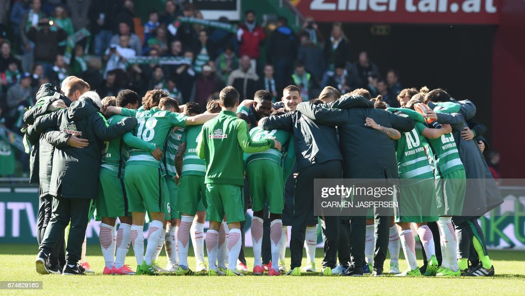 Bremen's team celebrates after the German first division Bundesliga football match between Werder Bremen and Hertha Berlin on April 29, 2017 in Bremen, northern Germany. / AFP PHOTO / dpa / Carmen Jaspersen / NO Getty Images (GETTY-VD) - Germany