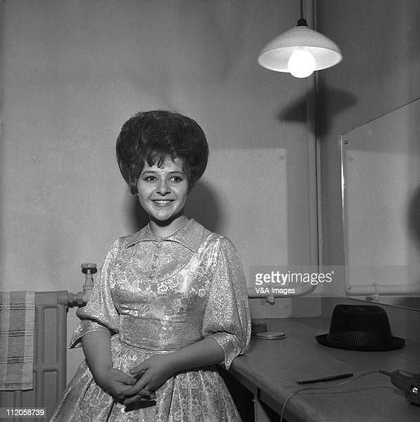 Brenda Lee posed backstage in dressing room 1960