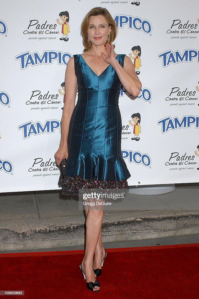 Brenda Strong during Padres Contra El Cancer National Spokesperson Eva Longoria Hosts The Tampico Beverages El Sueno De Esperanza Gala - Arrivals at Universal Studios in Universal City, California, United States.