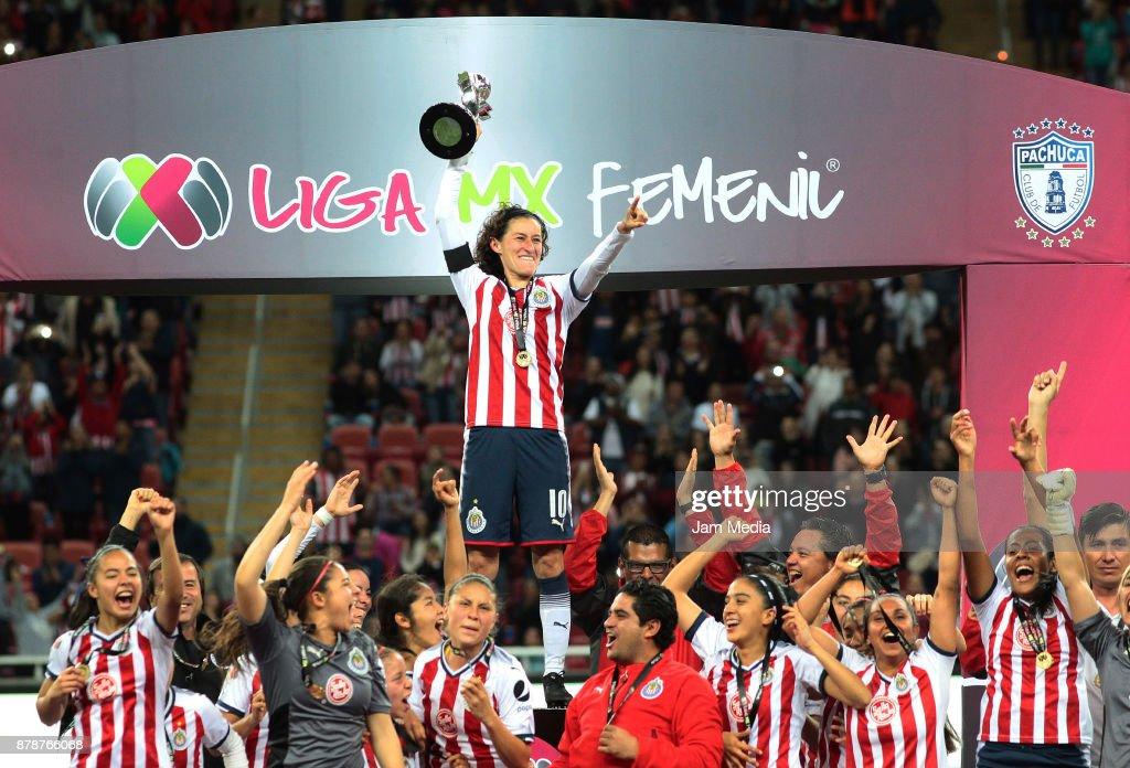 Brenda Viramontes of Chivas raises the champions trophy after the Final match between Chivas and Pachuca as part of the Torneo Apertura 2017 Liga MX Femenil at Chivas Stadium on November 24, 2017 in Guadalajara, Mexico. (Photo by Alfredo Moya/Jam Media/Getty Images