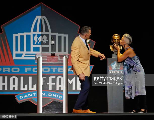 Brenda Warner kisses the cheek of husband Kurt Warner's Hall of Fame bust The 2017 NFL Hall of Fame class including Dallas Cowboys owner Jerry Jones...