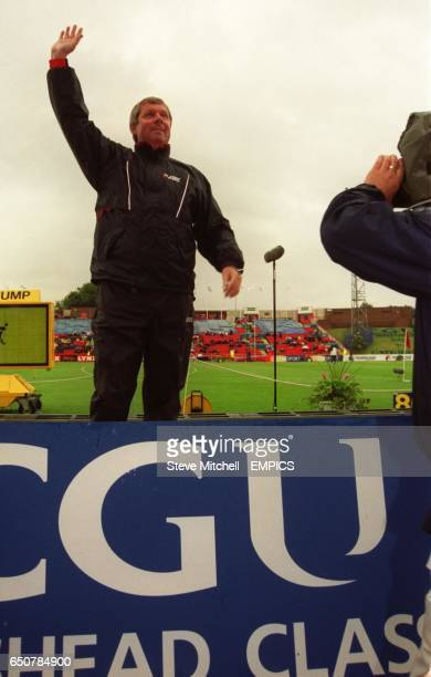 Brendan Foster acknowledges the crowd as he climbs onto the podium for the presentation to mark the 25th anniversary of his setting the world record