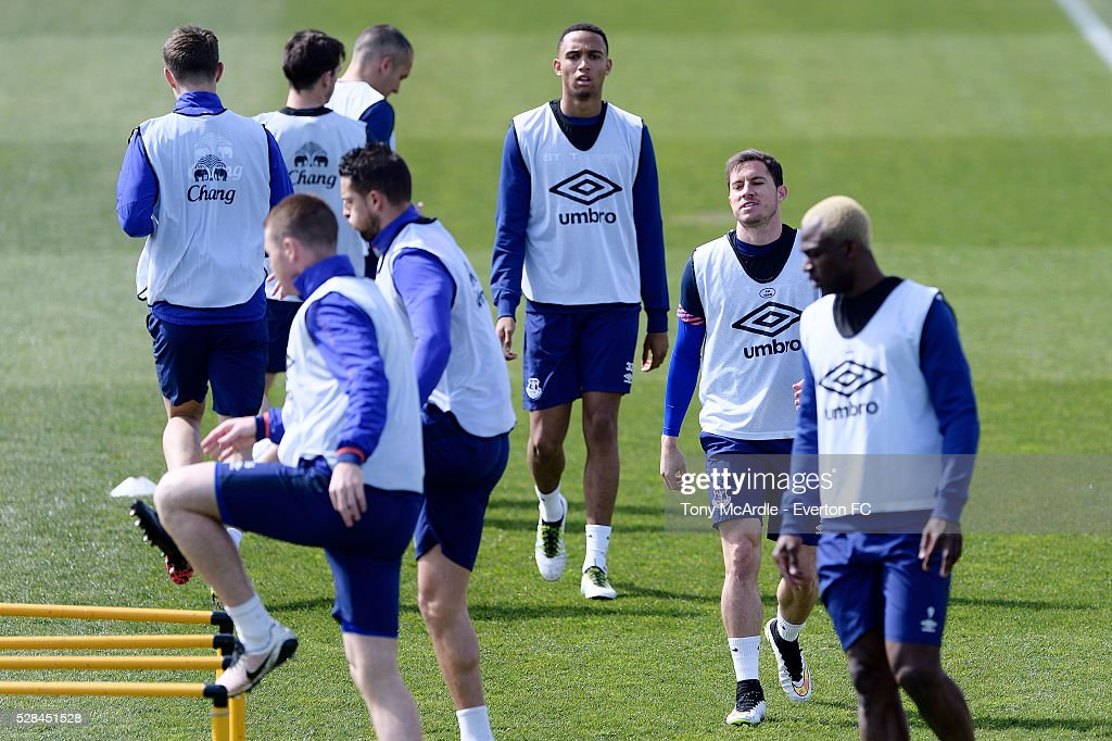 Brendan Galloway (C) and team mates during the Everton training session at Finch Farm on May 5, 2016 in Halewood, England.