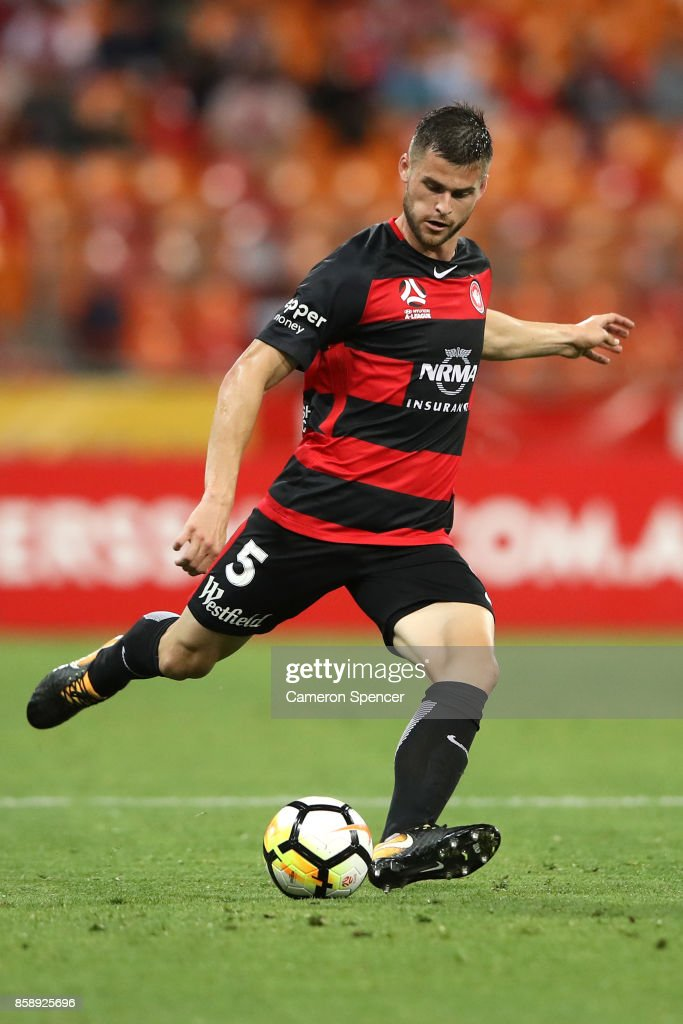 Brendan Hamill of the Wanderers kicks during the round one A-League match between the Western Sydney Wanderers and the Perth Glory at Spotless Stadium on October 8, 2017 in Sydney, Australia.