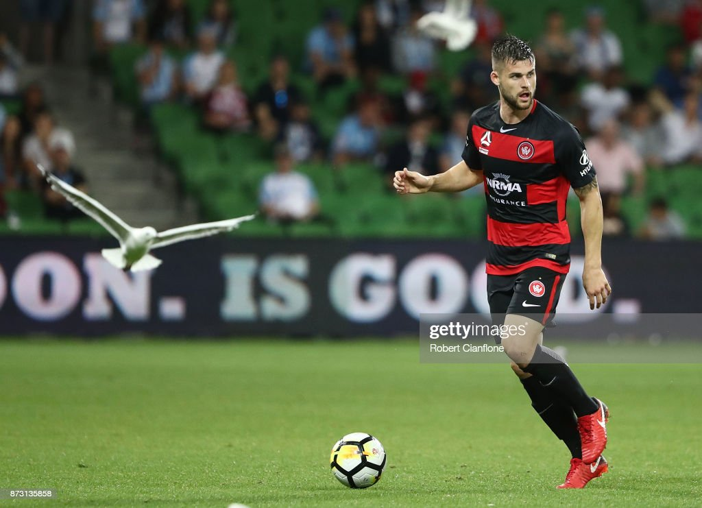 Brendan Hamill of the Wanderers runs with the ball during the round six A-League match between Melbourne City and the Western Sydney Wanderers at AAMI Park on November 12, 2017 in Melbourne, Australia.