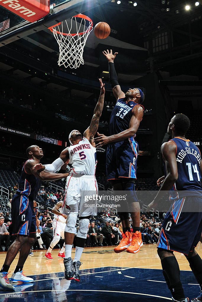 <a gi-track='captionPersonalityLinkClicked' href=/galleries/search?phrase=Brendan+Haywood&family=editorial&specificpeople=202010 ng-click='$event.stopPropagation()'>Brendan Haywood</a> #33 of the Charlotte Bobcats shoots the ball against <a gi-track='captionPersonalityLinkClicked' href=/galleries/search?phrase=Josh+Smith+-+Giocatore+di+basket+-+Classe+1985&family=editorial&specificpeople=201983 ng-click='$event.stopPropagation()'>Josh Smith</a> #5 of the Atlanta Hawks at Philips Arena on November 28, 2012 in Atlanta, Georgia.