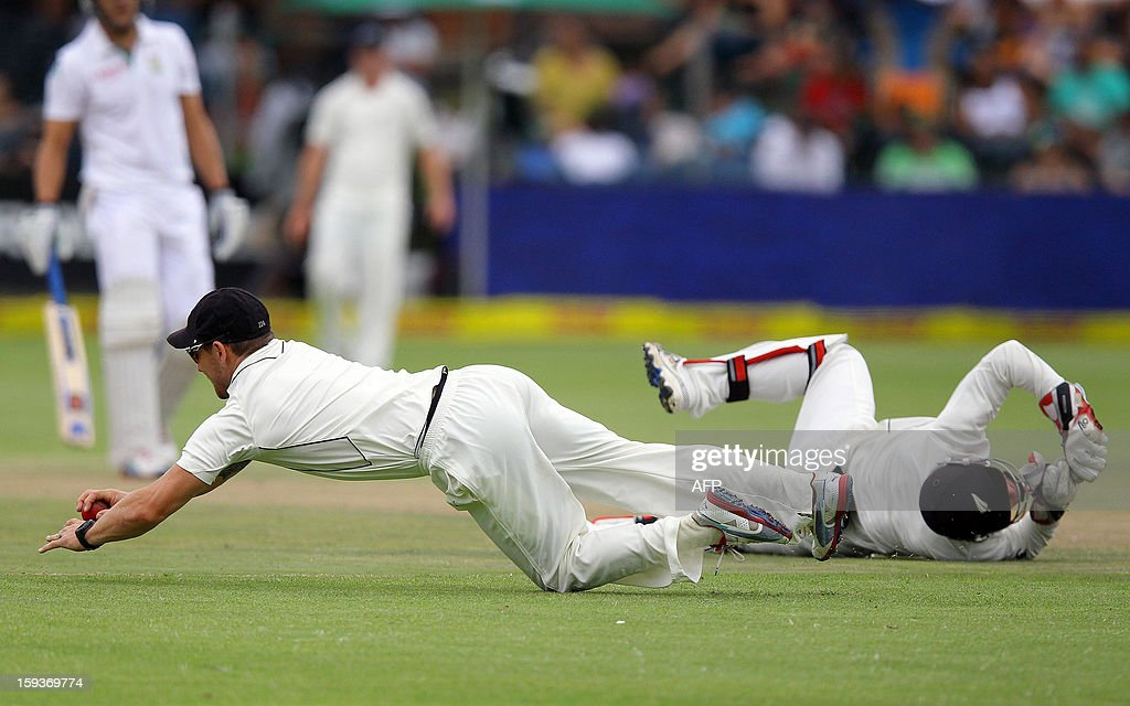 Brendon McCullum (L) and BJ Watling of New Zealand field on the second day of the second and final Test match between South African and New Zealand at the Axxess St George Port cricket stadium, on January 12, 2013 in Port Elizabeth. AFP PHOTO / Anesh Debiky