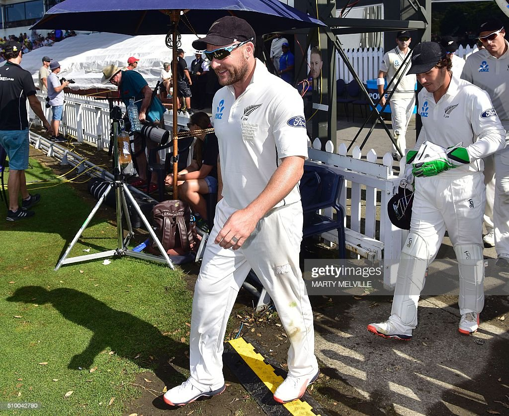 Brendon McCullum (L) captain of New Zealand leads out his team at the start of play during day three of the first cricket Test match between New Zealand and Australia at the Basin Reserve in Wellington on February 14, 2016. / AFP / Marty Melville