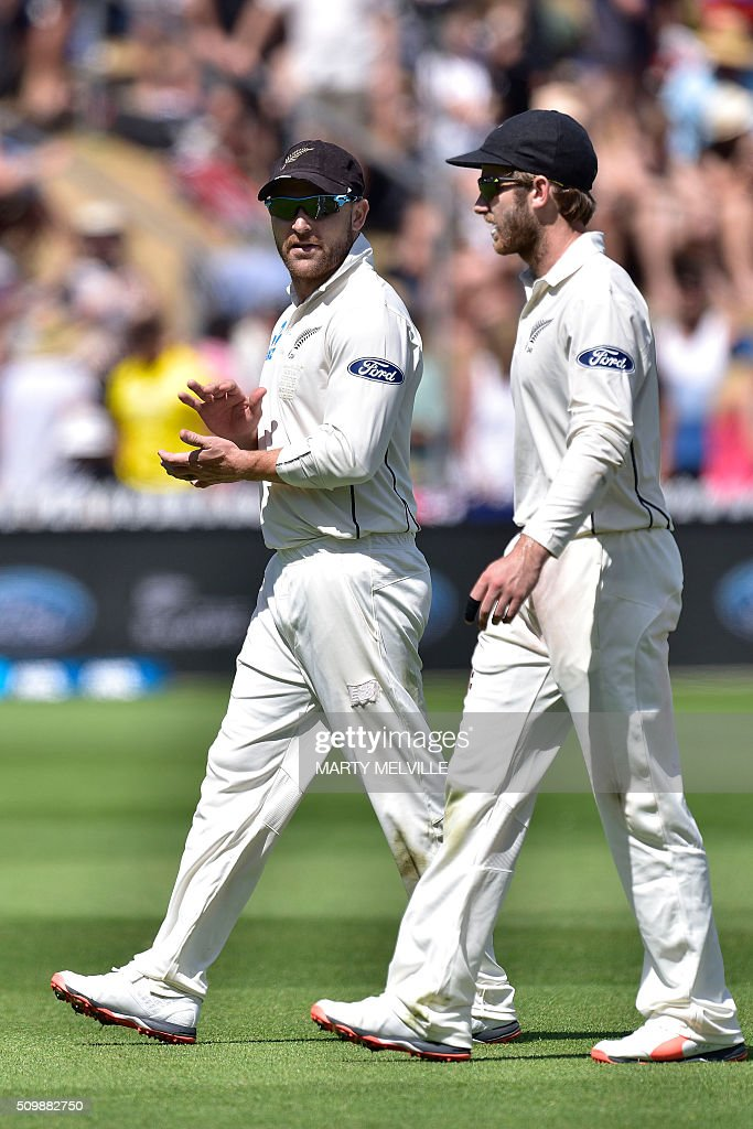 Brendon McCullum (L) captain of New Zealand walks from the field with team mate Kane Williamson at tea during day two of the first cricket Test match between New Zealand and Australia at the Basin Reserve in Wellington on February 13, 2016. AFP PHOTO / MARTY MELVILLE / AFP / Marty Melville