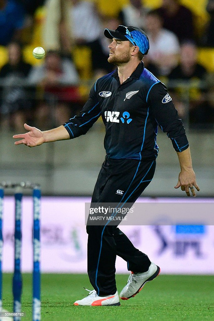 Brendon McCullum of New Zealand fields the ball during the second one-day international cricket match between New Zealand and Australia at Westpac Stadium in Wellington on February 6, 2016. AFP PHOTO / MARTY MELVILLE / AFP / Marty Melville