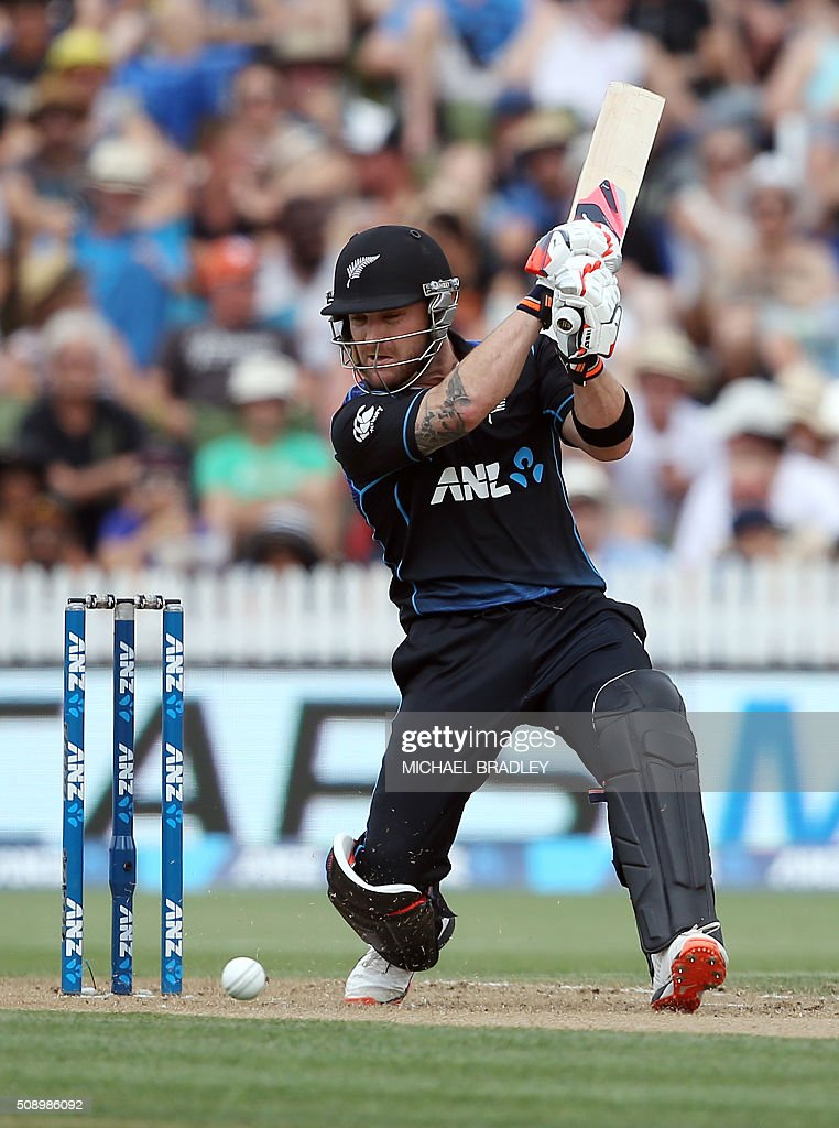 Brendon McCullum of New Zealand plays a shot during the third one-day international cricket match between New Zealand and Australia at Seddon Park in Hamilton on February 82016. AFP PHOTO / MICHAEL BRADLEY / AFP / MICHAEL BRADLEY