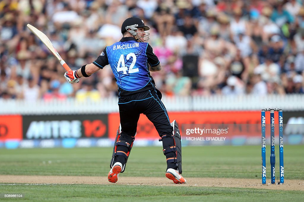 Brendon McCullum of New Zealand plays a shot during the third one-day international cricket match between New Zealand and Australia at Seddon Park in Hamilton on February 8, 2016. AFP PHOTO / MICHAEL BRADLEY / AFP / MICHAEL BRADLEY