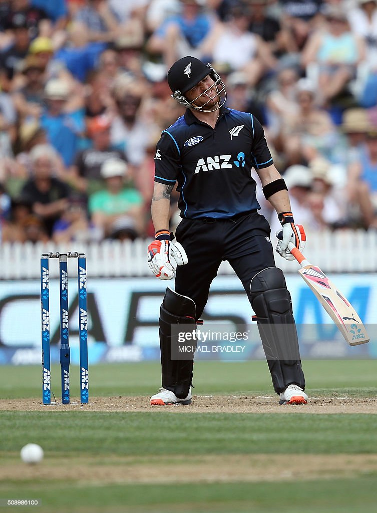 Brendon McCullum of New Zealand reacts after playing a shot during the third one-day international cricket match between New Zealand and Australia at Seddon Park in Hamilton on February 8, 2016. AFP PHOTO / MICHAEL BRADLEY / AFP / MICHAEL BRADLEY
