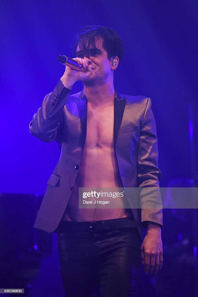 <a gi-track='captionPersonalityLinkClicked' href=/galleries/search?phrase=Brendon+Urie&family=editorial&specificpeople=542276 ng-click='$event.stopPropagation()'>Brendon Urie</a> of Panic! at the Disco performs during day 2 of BBC Radio 1's Big Weekend at Powderham Castle on May 29, 2016 in Exeter, England.