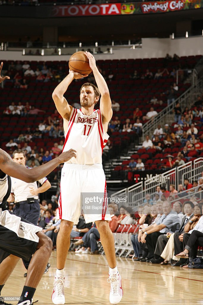 Brent Barry #17 of the Houston Rockets shoots the ball on October 9, 2008 at the Toyota Center in Houston, Texas.