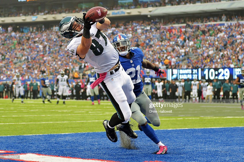 <a gi-track='captionPersonalityLinkClicked' href=/galleries/search?phrase=Brent+Celek&family=editorial&specificpeople=2557212 ng-click='$event.stopPropagation()'>Brent Celek</a> #87 of the Philadelphia Eagles catches a pass for a touchdown in front of <a gi-track='captionPersonalityLinkClicked' href=/galleries/search?phrase=Ryan+Mundy&family=editorial&specificpeople=2562453 ng-click='$event.stopPropagation()'>Ryan Mundy</a> #21 of the New York Giants at MetLife Stadium on October 6, 2013 in East Rutherford, New Jersey. The Eagles won 36-21.