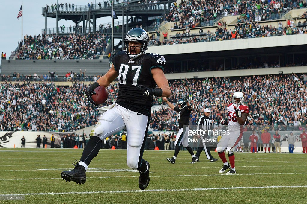 <a gi-track='captionPersonalityLinkClicked' href=/galleries/search?phrase=Brent+Celek&family=editorial&specificpeople=2557212 ng-click='$event.stopPropagation()'>Brent Celek</a> #87 of the Philadelphia Eagles scores a touchdown against the Arizona Cardinals at Lincoln Financial Field on December 1, 2013 in Philadelphia, Pennsylvania. The Eagles won 24-21.