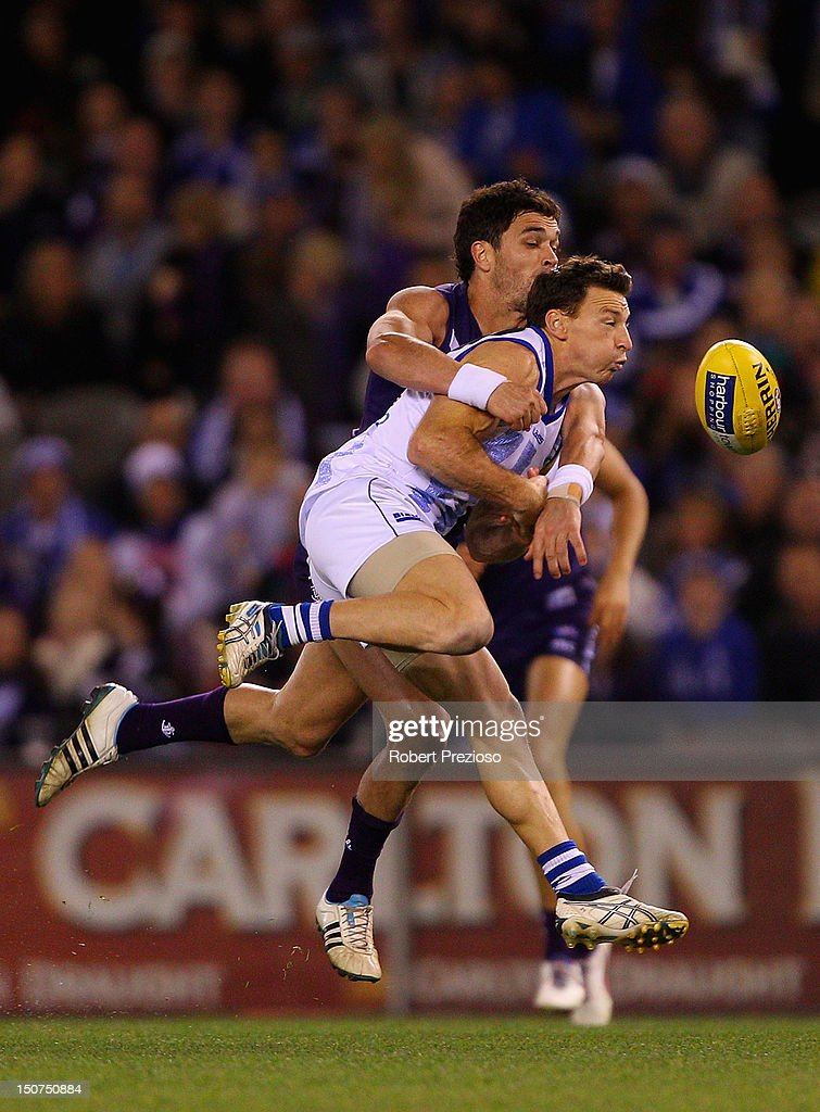 <a gi-track='captionPersonalityLinkClicked' href=/galleries/search?phrase=Brent+Harvey&family=editorial&specificpeople=214661 ng-click='$event.stopPropagation()'>Brent Harvey</a> of the Kangaroos contests the ball during the round 22 AFL match between the North Melbourne Kangaroos and the Fremantle Dockers at Etihad Stadium on August 26, 2012 in Melbourne, Australia.