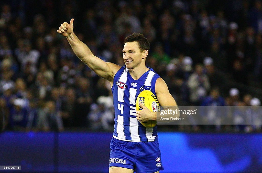 Brent Harvey of the Kangaroos gestures to the crowd as he leaves the field after the round 19 AFL match between the North Melbourne Kangaroos and the St Kilda Saints at Etihad Stadium on July 30, 2016 in Melbourne, Australia. Brent Harvey will play his 427th game, surpassing Michael Tuck as the all-time leader for games played in the AFL competition's history.