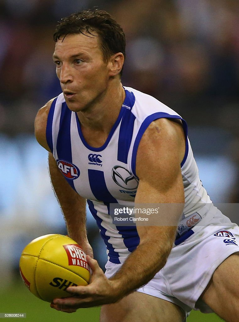 Brent Harvey of the Kangaroos handballs during the round six AFL match between the North Melbourne Kangaroos and the Western Bulldogs at Etihad Stadium on April 29, 2016 in Melbourne, Australia.