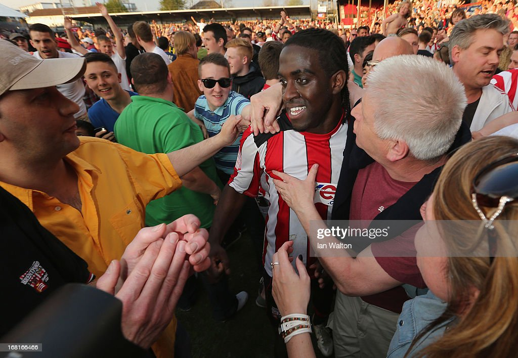 Brentford fans celebrates with <a gi-track='captionPersonalityLinkClicked' href=/galleries/search?phrase=Clayton+Donaldson&family=editorial&specificpeople=4141597 ng-click='$event.stopPropagation()'>Clayton Donaldson</a> after the npower League One Play Off Semi Final, Second Leg match between Brentford and Swindon at Griffin Park on May 6, 2013 in London, England.