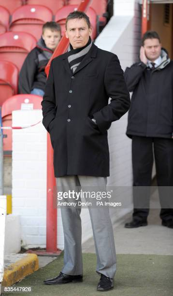Brentford manager Andy Scott on the touchline