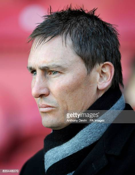Brentford manager Andy Scott prior to kick off