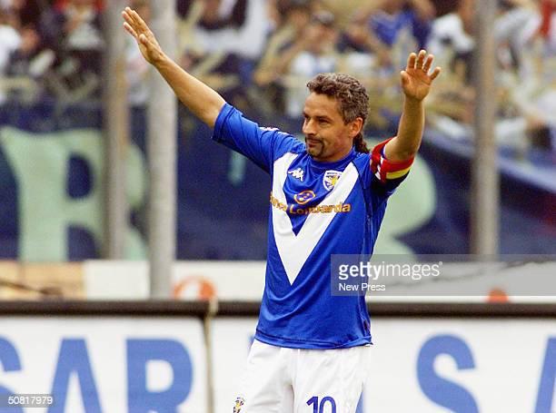 Brescia's Roberto Baggio celebrates his goal during the Italian Serie A match between Brescia and SS Lazio at the Mario Rigamonti stadium on May 9...