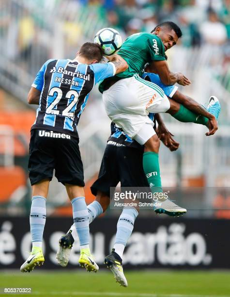 Bressan of Gremio and Miguel Borja of Palmeiras in action during the match between Palmeiras and Gremio for the Brasileirao Series A 2017 at Pacaembu...