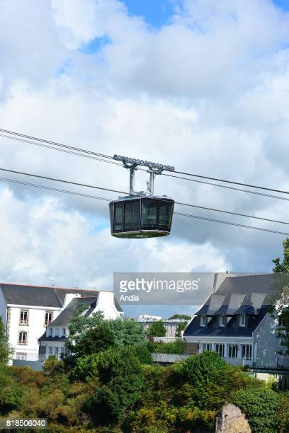 Brest on testing of the urban cable car over the Penfeld river This cable car new means of transport of the city of Brest will connect the district...