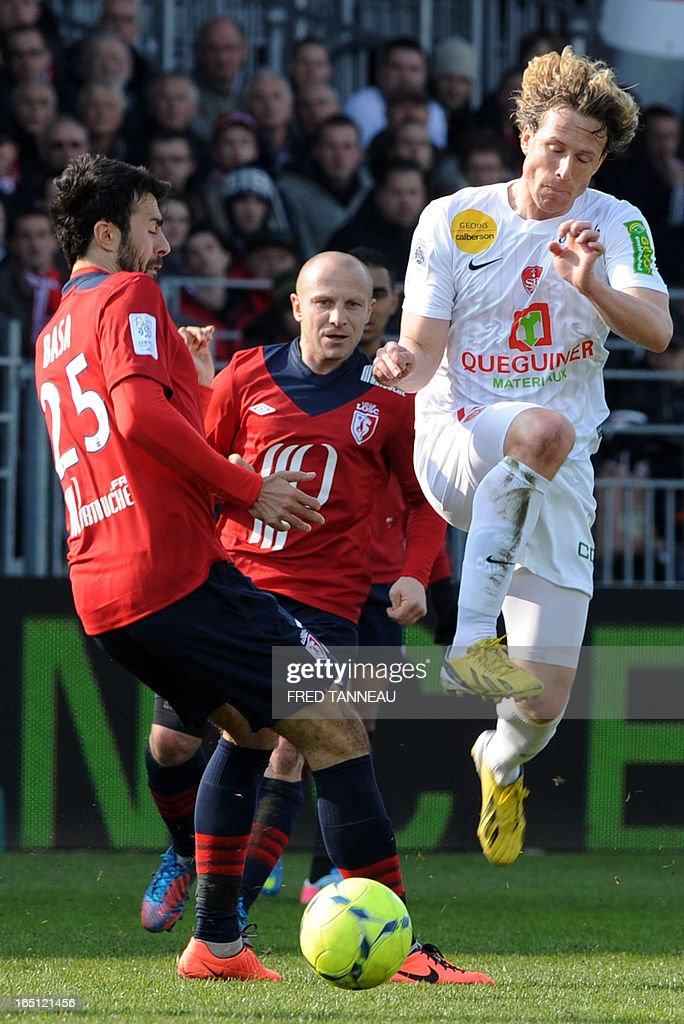 Brest's Czech midfielder Mario Licka (R) vies for the ball with Lille's Montenegrin defender Marko Basa (L) during the French L1 football match Brest vs Lille on March 31, 2013 at the Francis Le Ble stadium in Berst, western France.