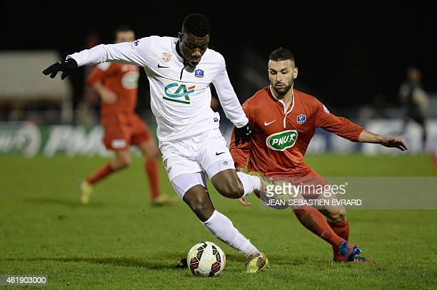 Brest's defender Ismael Traore vies with Cholet's midfielder Tony Ribeiro during the French Cup football match Cholet vs Brest on January 21 2015 at...
