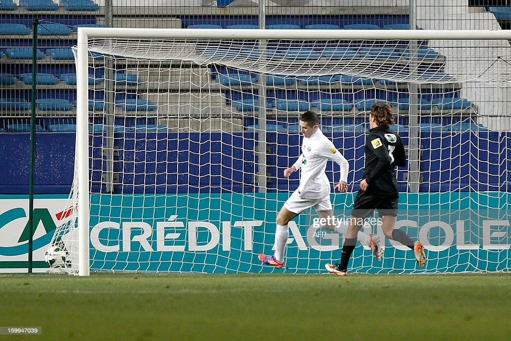 Brest's Dutchman forward Charlison Benschop (L) scores a goal during the French football Cup match CA Bastia (CAB) vs Brest (SB29) at the Armand Cesari stadium in Bastia, French Mediterranean island of Corsica, on January 23, 2013.