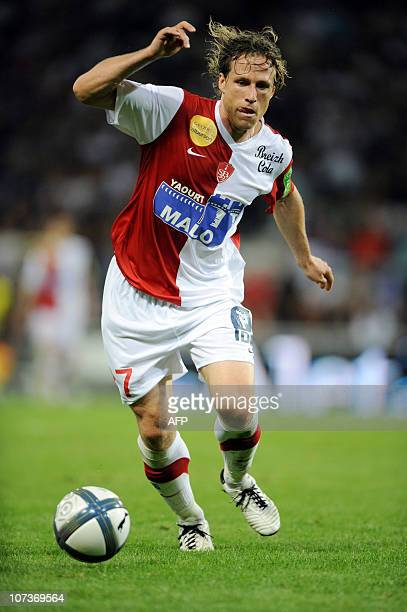 Brest's forwards Mario Licka runs with the ball during the French L1 football match Toulouse versus Brest on August 7 2010 in the Stadium Municipal...