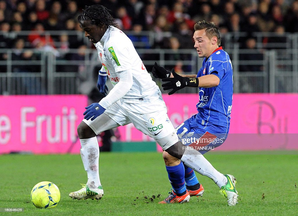 Brest's French defender Bernard Mendy (L) vies with Nice's French forward Eric Bautheac during the French L1 football match Brest vs Nice at the Francis Le Ble stadium on February 2, 2013 in Brest, western France.