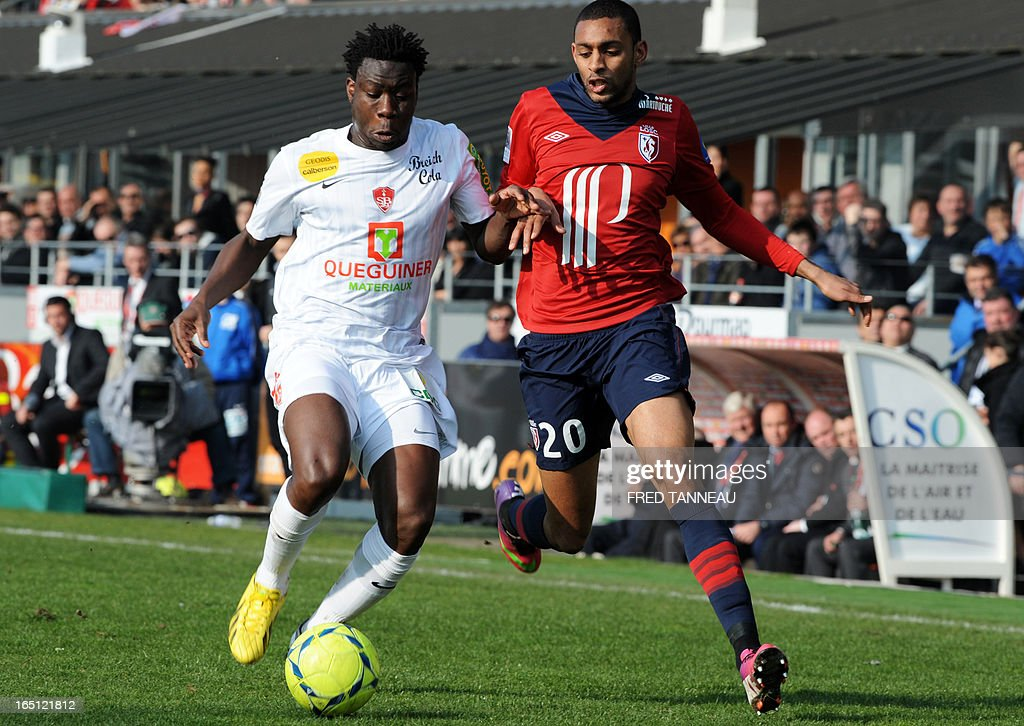 Brest's French defender Ismael Traore (L) vies for the ball with Lille's French forward Sylvio Ronny Rodelin during the French L1 football match Brest vs Lille on March 31, 2013 at the Francis Le Ble stadium in Brest, western France.