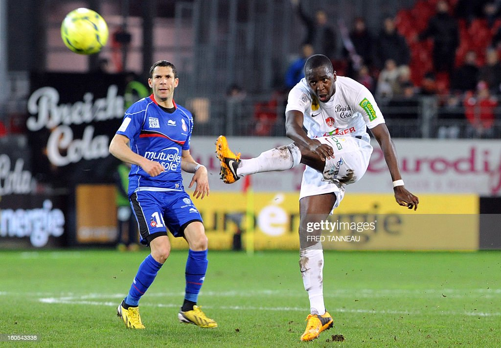 Brest's French midfielder Abdoulwhaid Sissoko (R) vies with Nice's French midfielder Camel Meriem during a French L1 football match between Brest and Nice at the Francis Le Ble stadium on February 2, 2013 in Brest, western France.