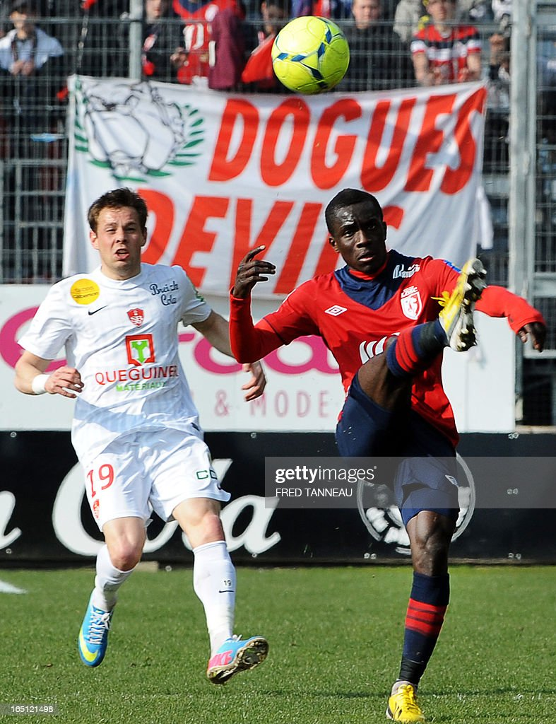 Brest's French midfielder Benoit Lesoimier (L) vies for the ball with Lille's Senegalese midfielder Idrissa Gana Gueye during the French L1 football match Brest vs Lille on MArcxh 31, 2013 at the Francis Le Ble stadium in Brest, western France.