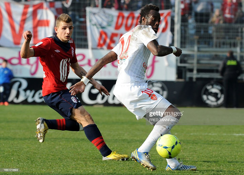 Brest's Guinean forward Larsen Toure (R) vies for the ball with Lille's French defender Lucas Digne during the French L1 football match Brest vs Lille on March 31, 2013 at the Francis Le Ble stadium in Brest, western France.