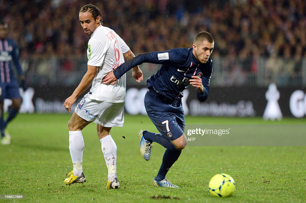 Brest's midfielder Bruno Grougi (L) vies for the ball with Paris's forward Jeremy Menez (R) during the French L1 football match Brest vs Paris Saint-Germain (PSG), on December 21, 2012 at the Francis Le Ble stadium in Brest, western France.