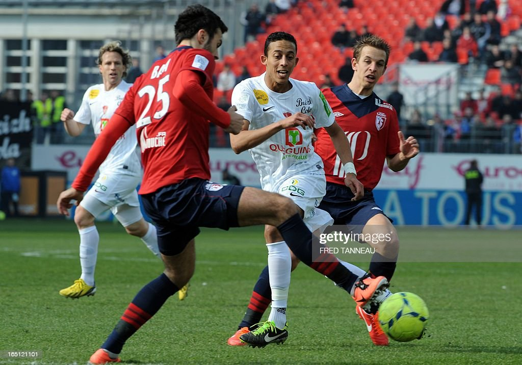Brest's Moroccan midfielder Kamel Chafni (C) vies for the ball with Lille's Montenegrin defender Marko Basa (L) and Lille's French midfielder Benoit Pedretti (R) during the French L1 match Brest vs Lille at the Francis Le Blé stadium on March 31, 2013 in Brest, western France.