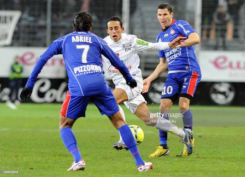 Brest's Moroccan midfielder Kamel Chafni (C) vies with Nice's French midfielders Fabrice Abriel (L) and Camel Meriem during a French L1 football match between Brest and Nice at the Francis Le Ble stadium on February 2, 2013 in Brest western France.