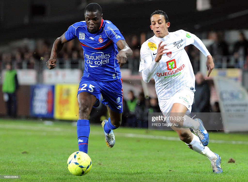 Brest's Moroccan midfielder Kamel Chafni (R) vies with Nice's French defender Romain Genevois during the French L1 football match Brest vs Nice at the Francis Le Ble stadium on February 2, 2013 in Brest, western France.
