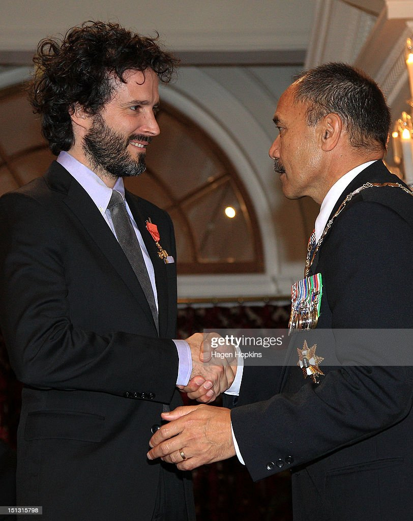 <a gi-track='captionPersonalityLinkClicked' href=/galleries/search?phrase=Bret+McKenzie&family=editorial&specificpeople=4329701 ng-click='$event.stopPropagation()'>Bret McKenzie</a> is presented with the Insignia of the Queen's Service Order by Governor-General Sir Jerry Mateparae during the Governor General's bienniel Investiture Ceremonies held for recipients of the New Year and Queen's Birthday honours at Government House on September 6, 2012 in Wellington, New Zealand.