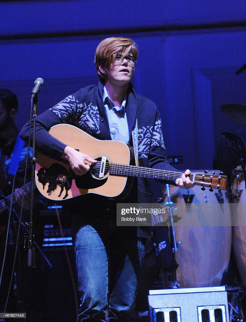 <a gi-track='captionPersonalityLinkClicked' href=/galleries/search?phrase=Brett+Dennen&family=editorial&specificpeople=4954248 ng-click='$event.stopPropagation()'>Brett Dennen</a> attends The Music of Paul Simon at Carnegie Hall on March 31, 2014 in New York City.