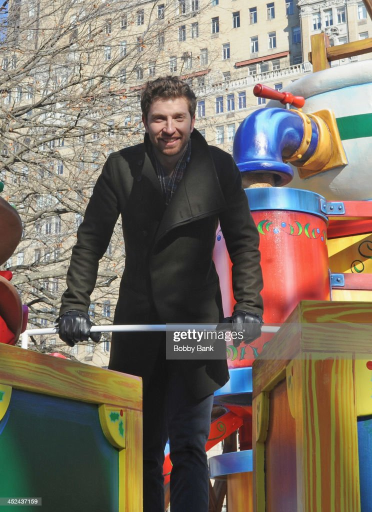 <a gi-track='captionPersonalityLinkClicked' href=/galleries/search?phrase=Brett+Eldredge&family=editorial&specificpeople=7334271 ng-click='$event.stopPropagation()'>Brett Eldredge</a> attends the 87th annual Macy's Thanksgiving Day parade on November 28, 2013 in New York City.