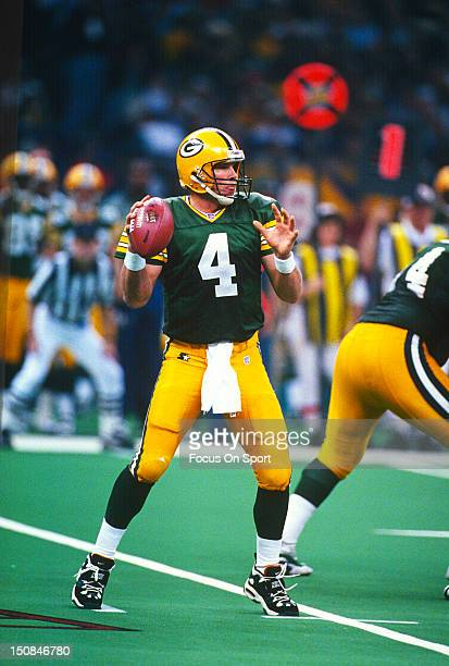Brett Favre of the Green Bay Packers drops back to pass against the New England Patriots during Super Bowl XXXI on January 26 1997 at Louisiana...